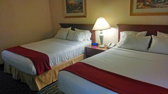 Holiday Inn Express & Suites Ex I-71/ Oh. State Fair/Expo Center: Our spacious two queen bedded rooms are great for a family.