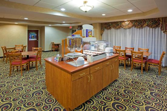 Holiday Inn Express Hanover: Breakfast Bar
