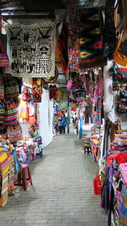 El MaPi Hotel: Large souvenir market at the train station on the way to the hotel.