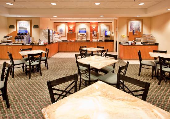 Fremont, NE: Breakfast Area