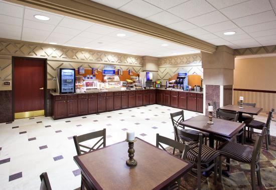 Holiday Inn Express Toledo-Oregon: Breakfast Bar