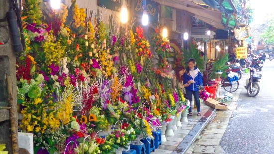 Hanoi, Vietnam: Fresh flowers