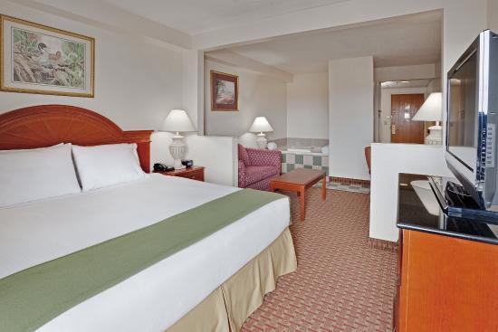 Holiday Inn Express Hotel & Suites Allentown - Dorney Park Area: King Bed Jacuzzi Suite
