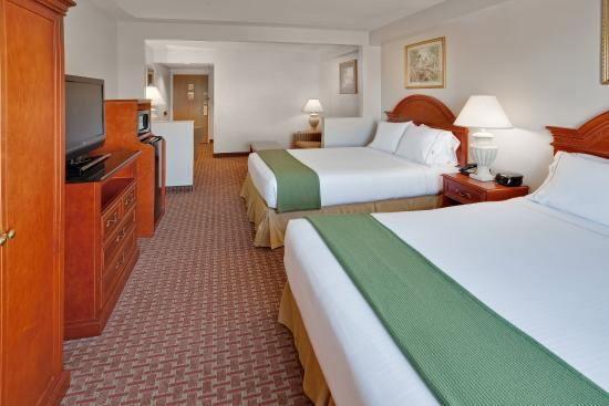 Holiday Inn Express Hotel & Suites Allentown - Dorney Park Area: 2 Queen Bed Suite with Sofa Bed