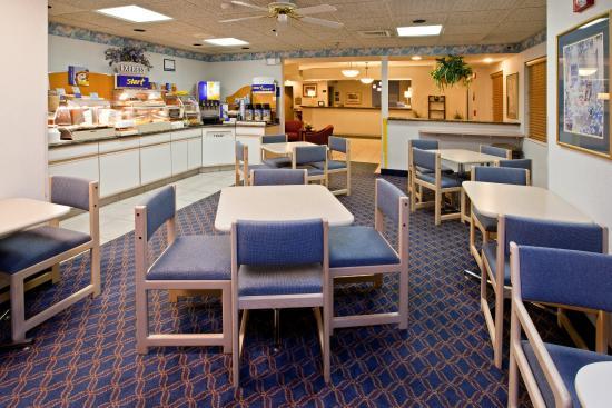 Holiday Inn Express Elkhart North - I-80/90 EX. 92: Breakfast Bar