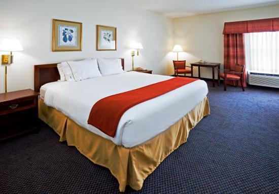 Hillsborough, NC: King Bed Guest Room