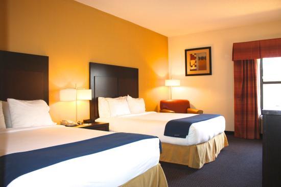 Hillsborough, NC: TWO QUEEN BEDS
