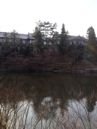 Nara Hotel: view of the hotel from the pond