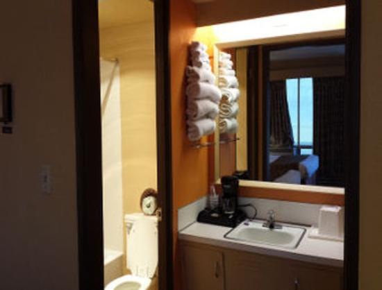 The Marigold Hotel - Downtown Pendleton: Guest Room Vanity