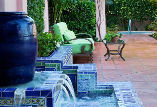 La Valencia Hotel: Fountain and Jacuzzi