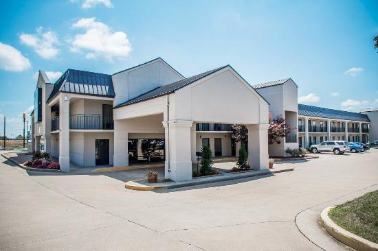 Quality Inn - US65 & East Battlefield Rd.