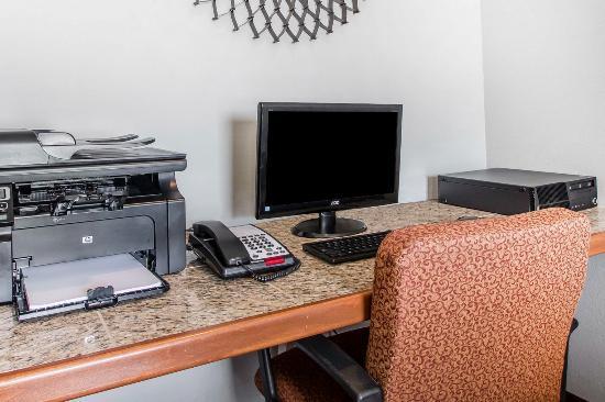 Quality Inn - US65 & East Battlefield Rd.: Business Center