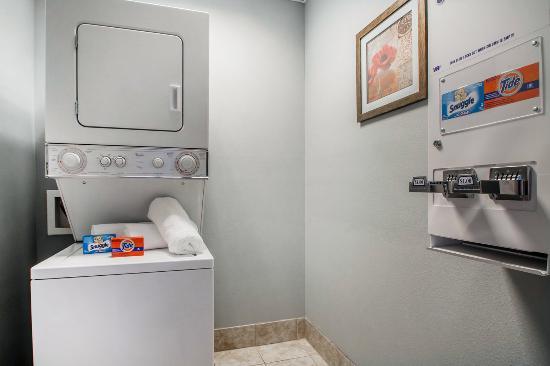 Quality Inn - US65 & East Battlefield Rd.: Laundry room