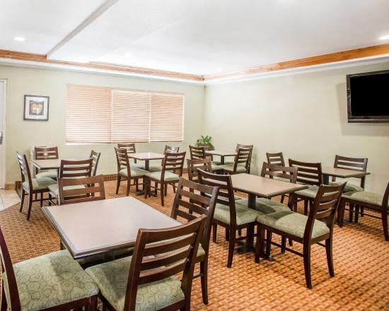 Quality Inn & Suites Denver International Airport: Breakfast