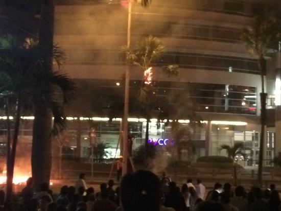 Sheraton Guayaquil Hotel: La palmera que se incendio por quemar los años viejos con tanta pólvora