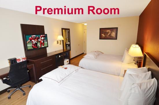 Red Roof PLUS+ San Antonio Downtown - Riverwalk: Premium 2 Full Beds