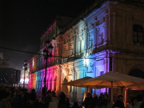 Ayuntamiento (City Hall) : Севилья. Айюнтайменто (Мэрия). Рождественская подсветка.