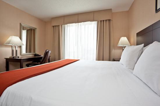 Tipp City, OH: King Bed Guest Room with Business Traveler Amenities