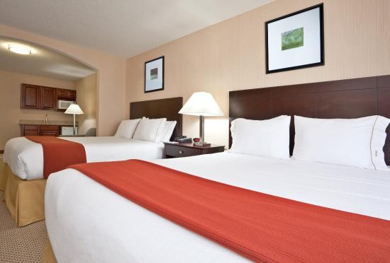 Tipp City, Οχάιο: Two Queen Bed Suite with Kitchenette