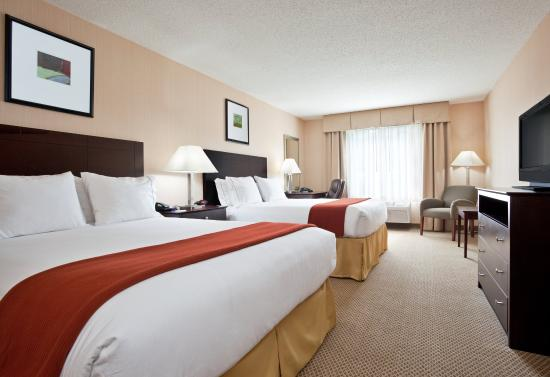 Tipp City, OH: Spacious Two Queen Bed Guest Room