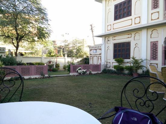 Hotel Chirmi Palace: IMG_20151228_094557_large.jpg