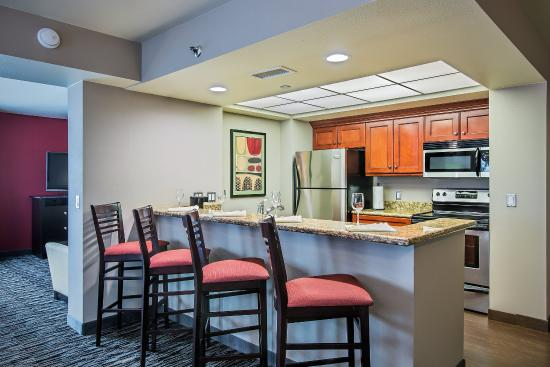 Holiday Inn Hotel & Suites Anaheim - Fullerton: Contemporary King Penthouse Jacuzzi Suite