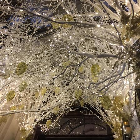 Mandarin Oriental Hyde Park, London: Entrada decorada para o Natal