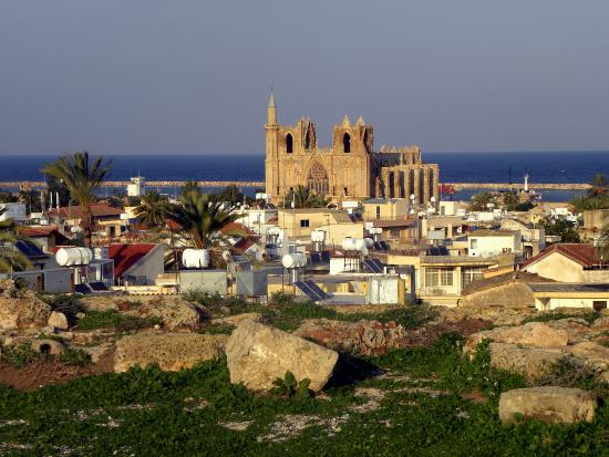 Famagusta District, Kypros: View from the walls of Famagusta to Lala-Mustafa-Pascha Mosque