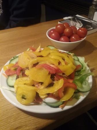 Pizza Hut Russell Square: Good salad, but no apples for ages now