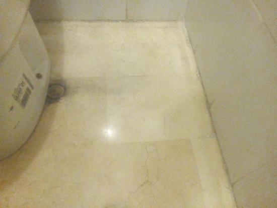 Apartamentos Castillo del Vigia : Löcher, hier kommt auch Wasser raus bei Benutzung