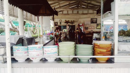 Phetchaburi Province, Thailand: ร้านจันทร์รุ่ง ข้างวัง