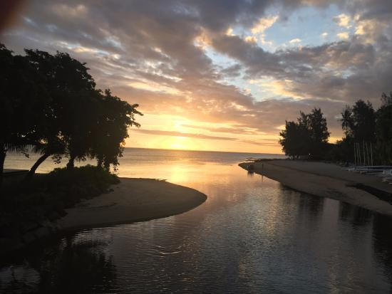 Heritage Le Telfair Golf & Spa Resort: vue du petit pont sur le club nautique