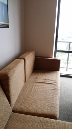 The Spencer on Byron Hotel: Grubby sofa