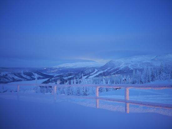 Copperhill Mountain Lodge: Morning view from outside the main entrance