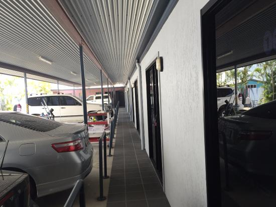 Gladstone, Australien: Entry side of our room