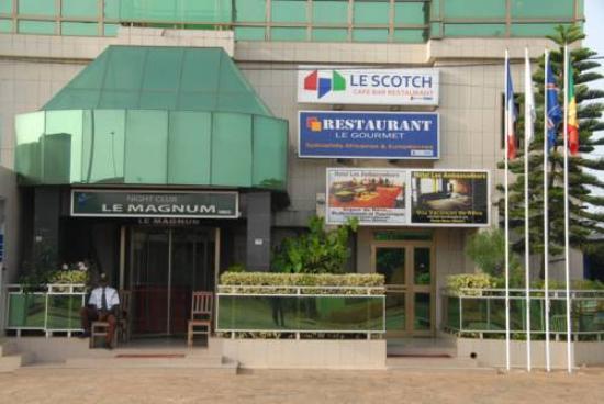 Hotel Les Ambassadeurs: ambassaduers hotel en face