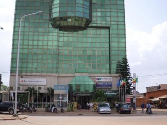 Hotel Les Ambassadeurs: vue de dehors