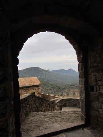 Cantallops, España: De la parte media alta (de cocinas, domésticos)