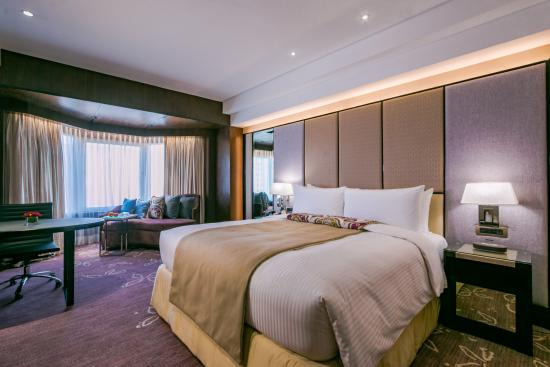 Diamond Hotel Philippines: Premier King Room
