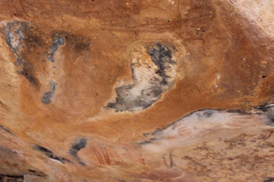 Mount Grenfell Historic Site: art under a rock