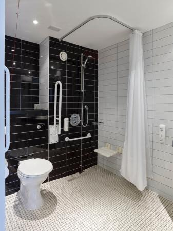 Гленротес, UK: Wheelchaire access Bathroom
