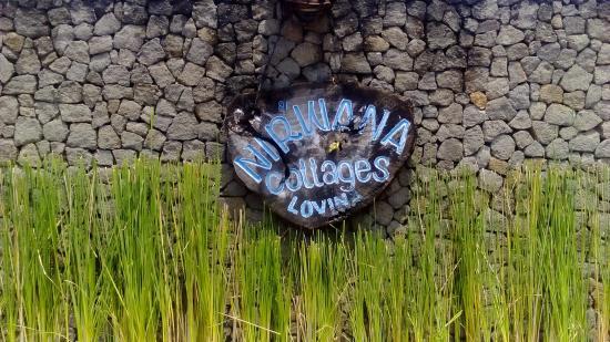 Nirwana Seaside Cottages: Entrance sign