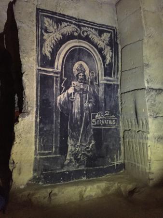 Castle Ruins & Velvet Cave: Kapel in de grot
