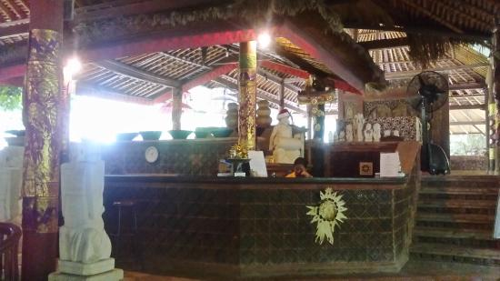 Nirwana Seaside Cottages: Resepsi