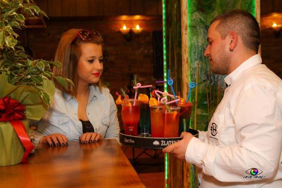 Kocani, Makedonien: Lounge bar cocktails