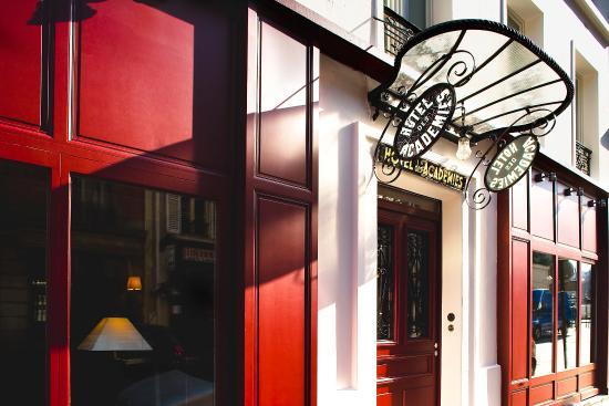 Hotel des Academies et des Arts: Exterior
