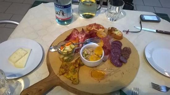 Montelabbate, Italia: antipasto sfizioso ed ottimo