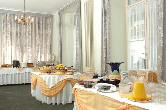 City Swiss Q Hotel Oberland: Breakfast buffet