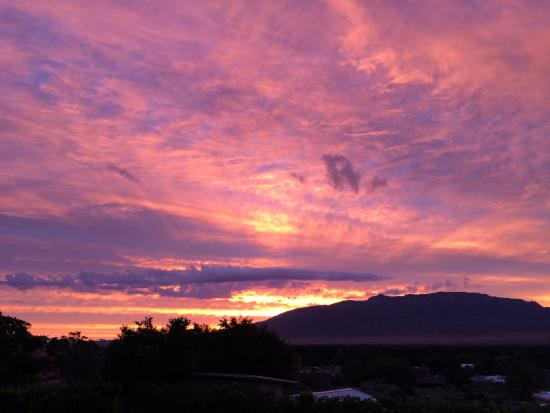 Corrales, Nouveau-Mexique : Another beautiful sunrise from the patio