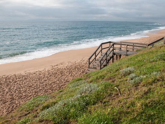 Umdloti, แอฟริกาใต้: There's a walkway leading to the beach for convenient access